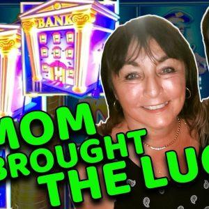 2 AMAZING JACKPOTS on PIGGY BANKIN'! Winning Jackpots in Vegas with my Mom!